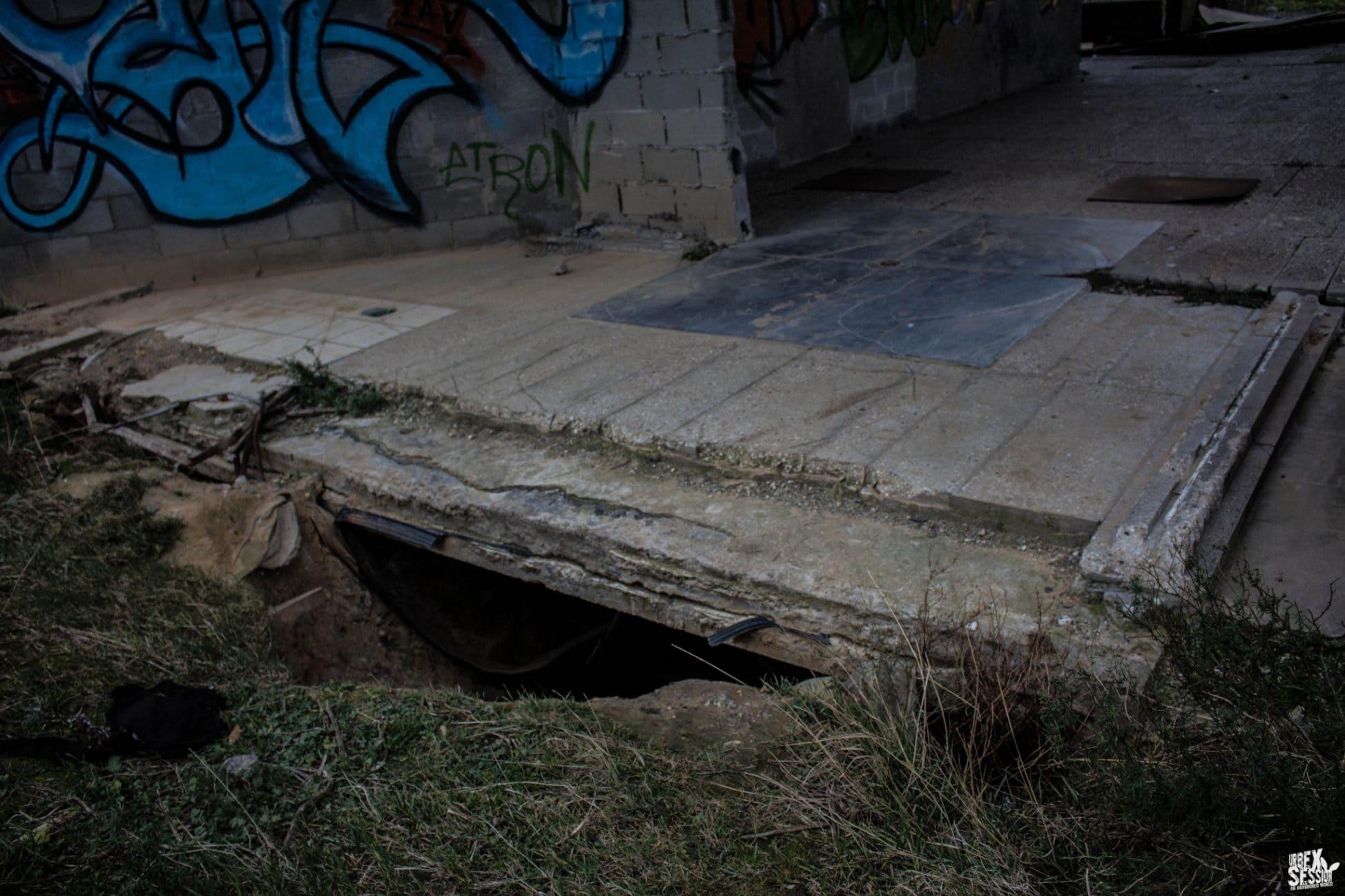 Galerie creusée pour accéder aux tours hlm désaffectées