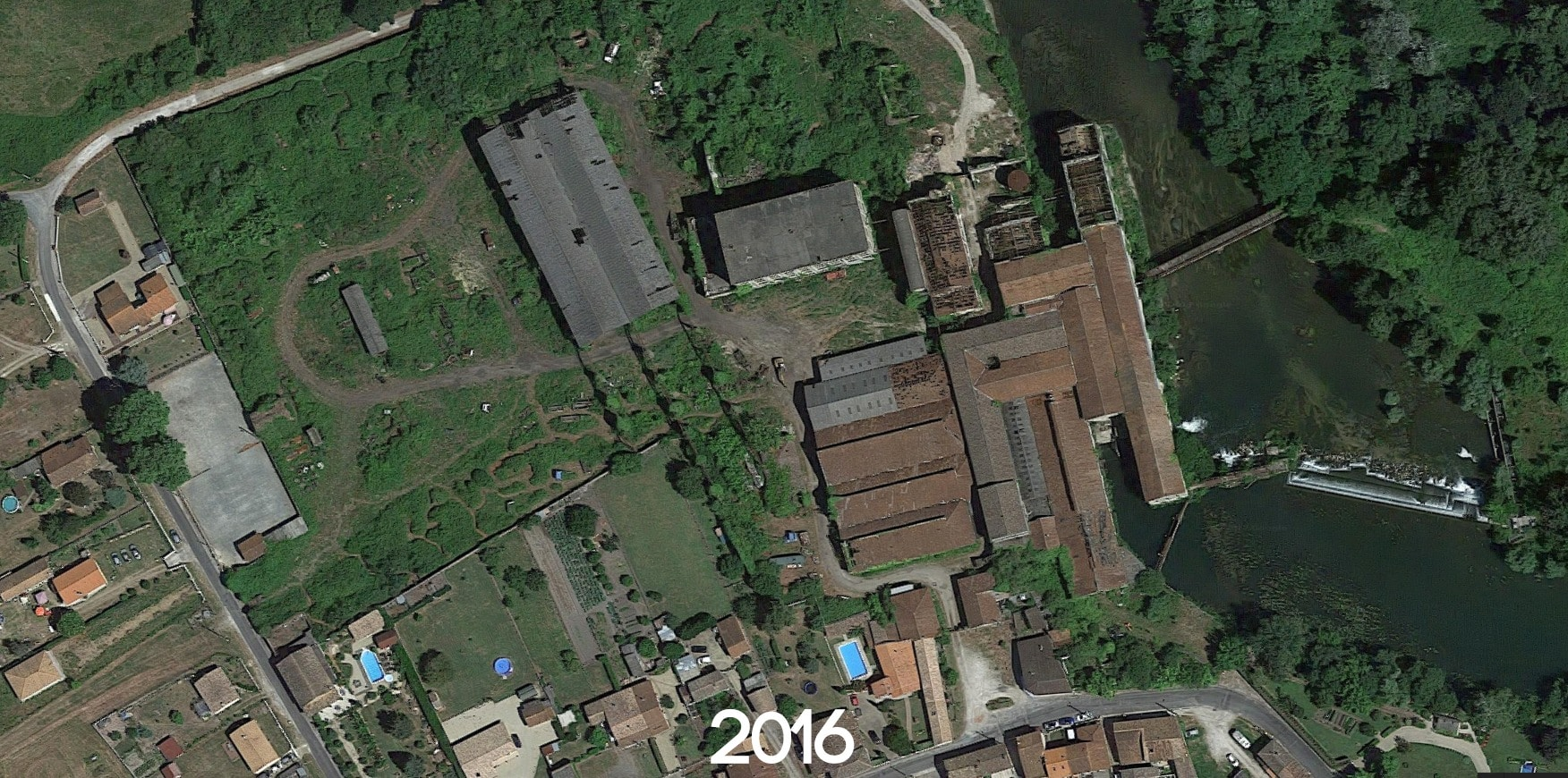 Usine abandonnée et cimetière de véhicules situés en Gironde   urbexsession.com/papeterie-vinet   Urbex France