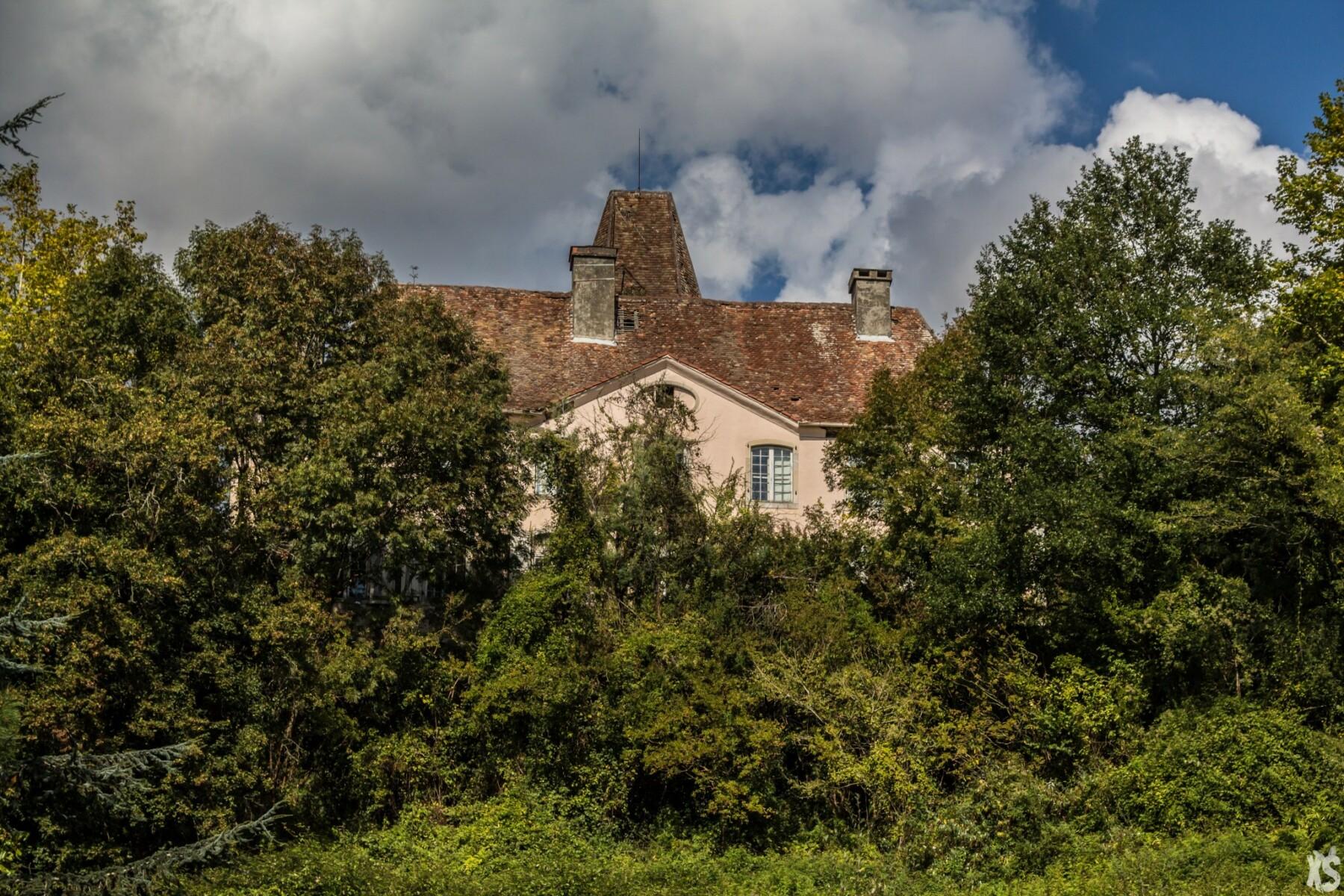 Château reconverti en maison de retraite abandonné en région Aquitaine