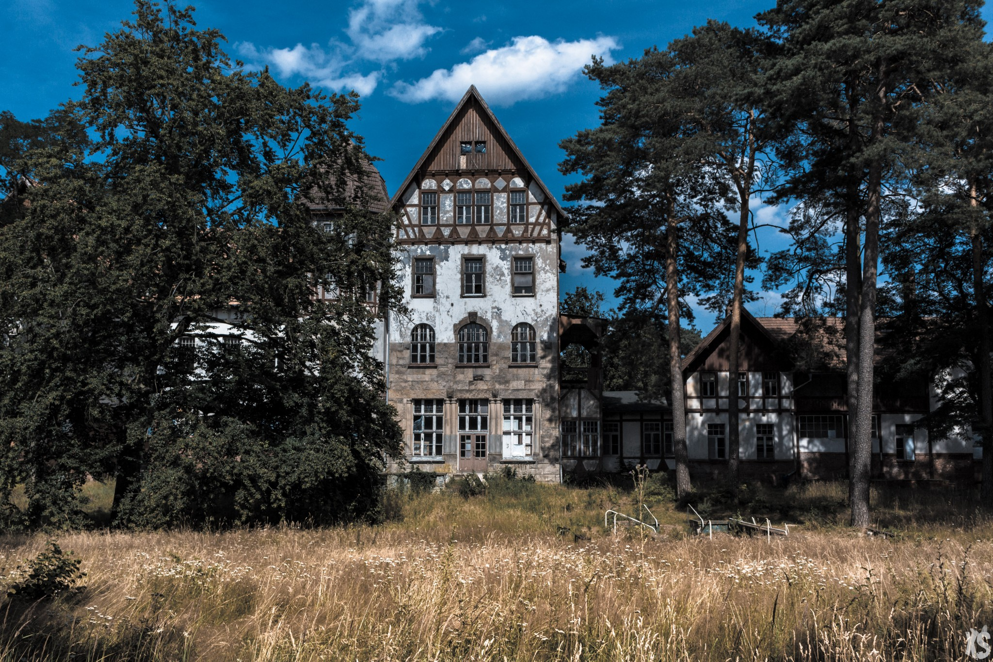sanatorium-alexander-sandy-keith-4