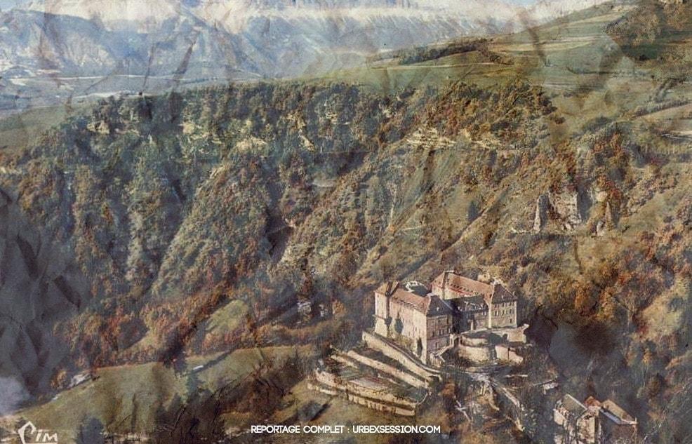 Château abandonné en France | urbexsession.com/chateau-basudev-thapa | Urbex France