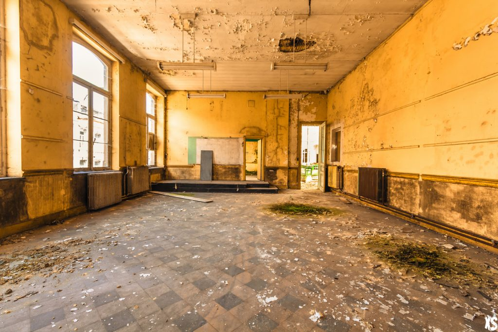 Abandoned school in Belgium abandoned school in belgium : https://urbexsession.com/en/vera-renczi-school