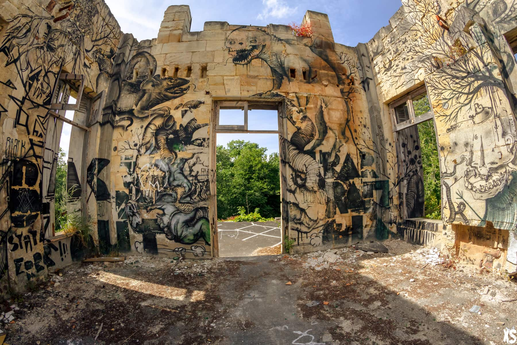 Château du Grand Dragon situé à Bouliac | urbexsession.com/chateau-du-grand-dragon-bouliac | Urbex France Gironde