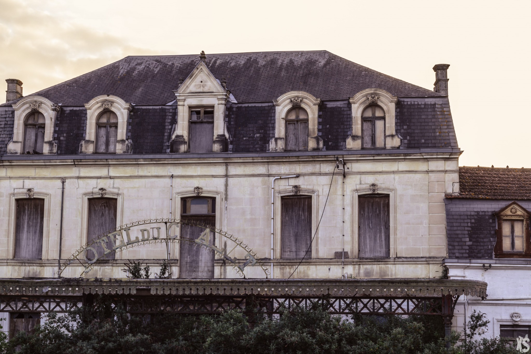 hotel du chalet saint jean d 39 angely france forbidden places. Black Bedroom Furniture Sets. Home Design Ideas