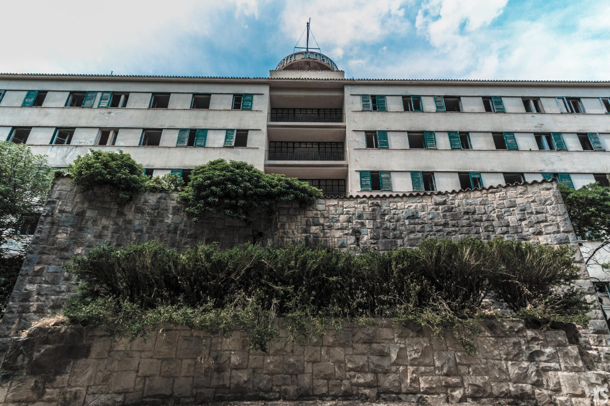 Hôtel abandonné en Croatie | urbexsession.com/hotel-jadran | Urbex Croatie