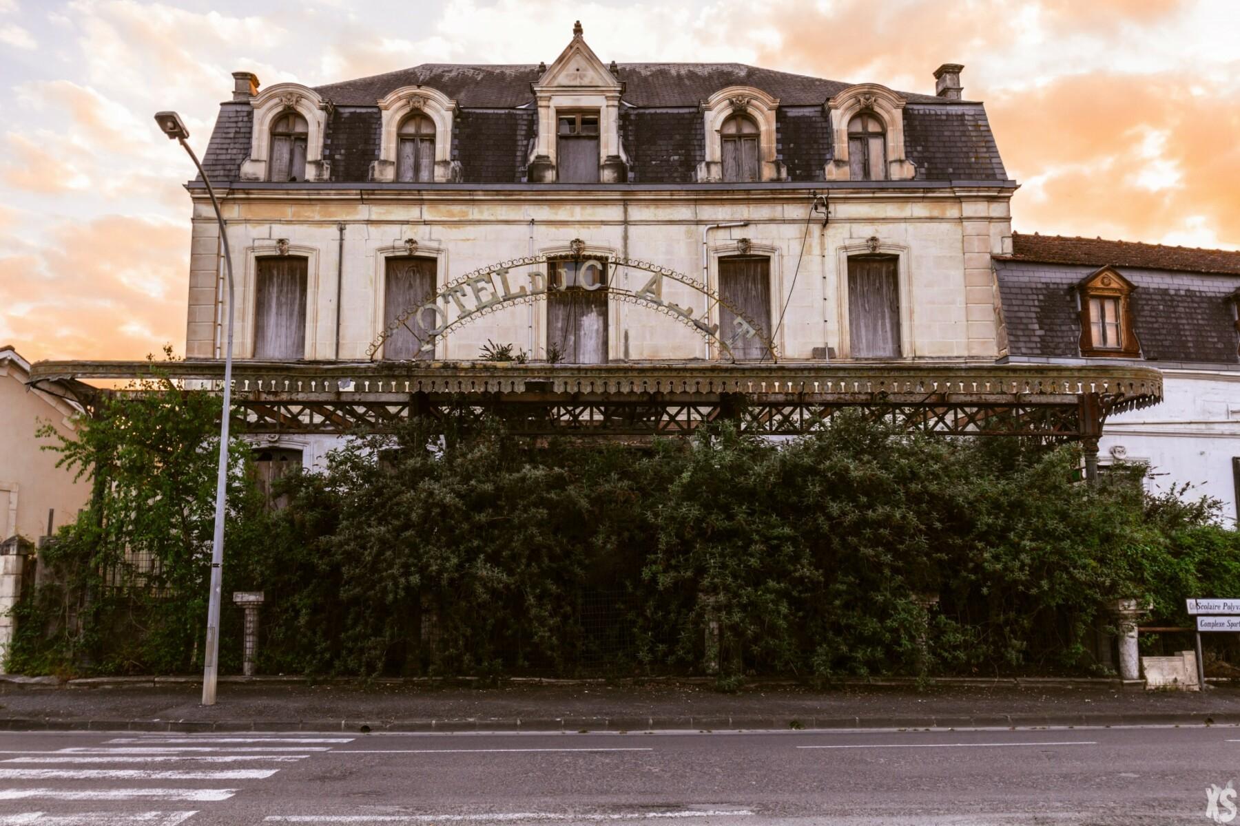 Hôtel abandonné en France | urbexsession.com/hotel-chalet-saint-jean-dangely | Urbex France