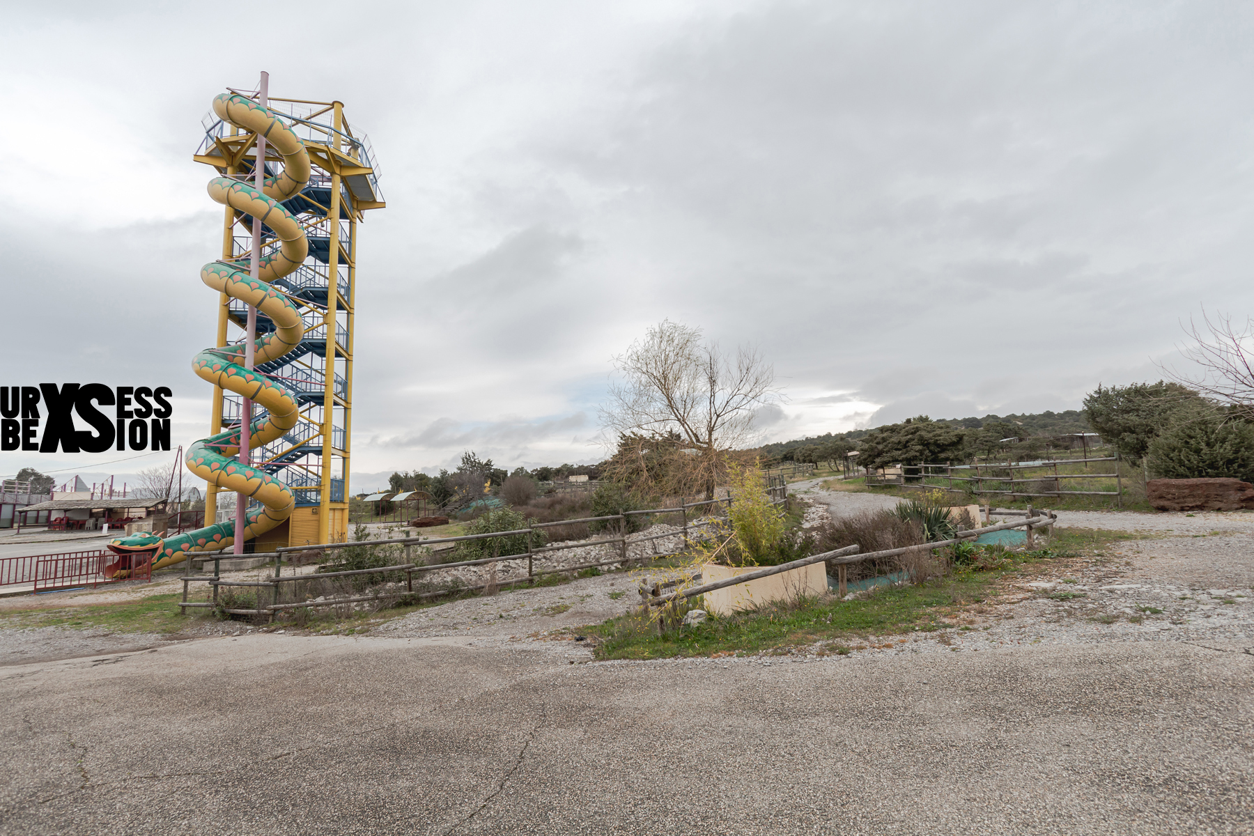 Parc d'attraction abandonné en France | urbexsession.com/parc-attraction-gacy-land | Urbex France