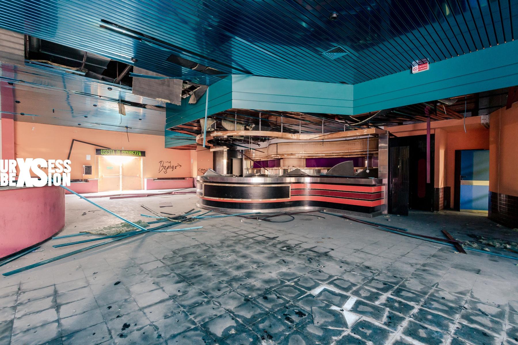 Discothèque abandonnée située en Italie | urbexsession.com/discotheque-divina | Urbex Italie