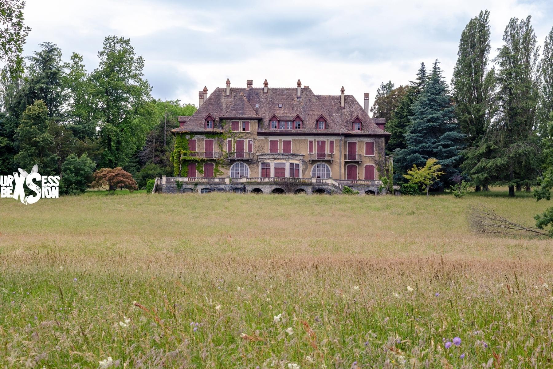 Manoir abandonné en Rhône-Alpes : https://urbexsession.com/manoir-ozan-selamet