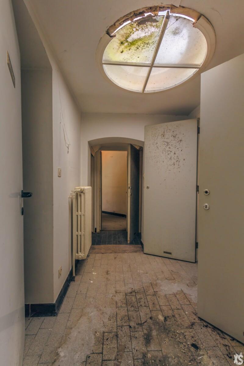 Oficina del dentista abandonada