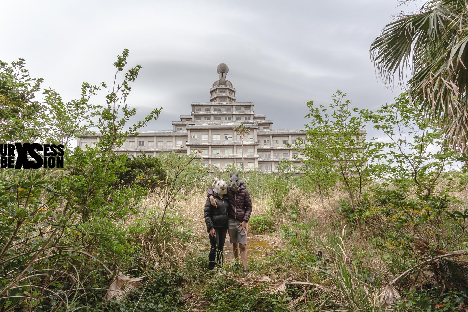 Hôtel abandonné sur l'île d'Hachijo-jima au Japon | urbexsession.com/hachijo-royal-hotel | Urbex Japon