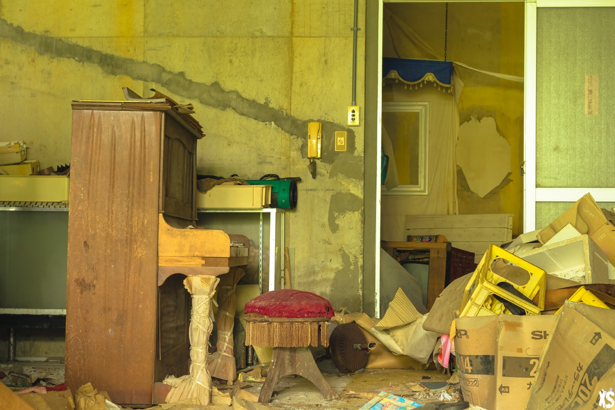 Hôtel abandonné sur l'île d'Hachijo-jima au Japon | urbexsession.com/hachijo-onsen-hotel | Urbex Japon